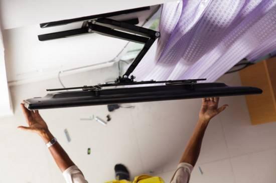 kreplenie-dlya-televizora-na-stenu-3-550x366.jpg