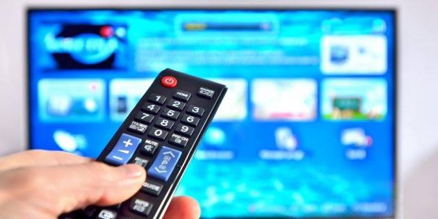 kozzi-14068866-Smart_tv_and_hand_pressing_remote_control-2465x1541_1569494384-e1569494400823-630x315.jpg