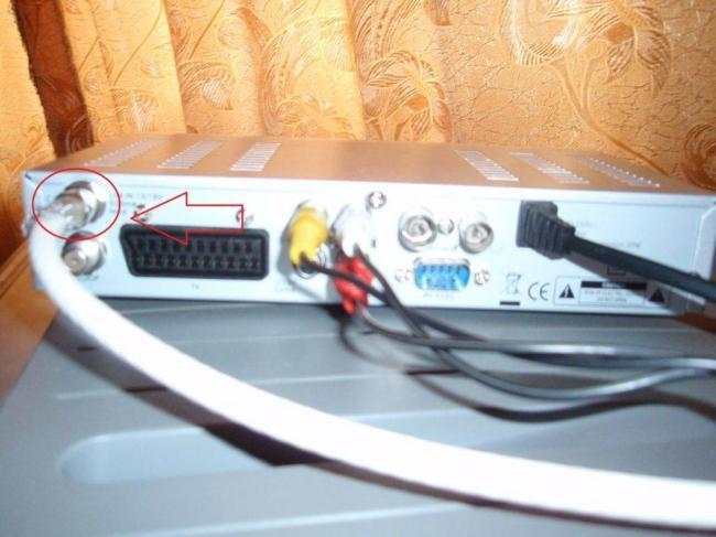 podklyuchaem-antennu-k-tyuneru-1024x768.jpg