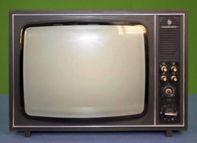 starye-televizory-kakimi-byli-i-chto-v-nih-cennogo-18.jpg