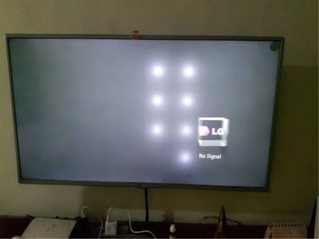 belye-pyatna-na-ekrane-televizora-pochemu-poyavilis-i-chto-delat-1.jpg