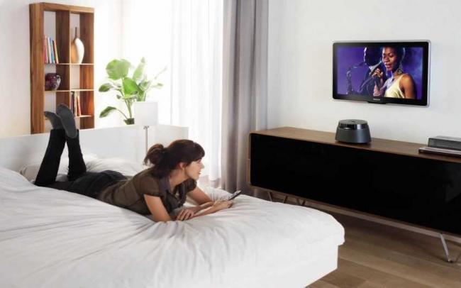 vysota-televizora-v-spalne-8.jpg