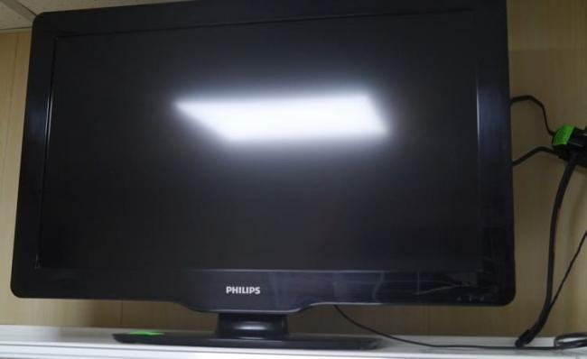 televizor-philips-32pfl3605-s-pultom-s0166-1-8248723.jpg