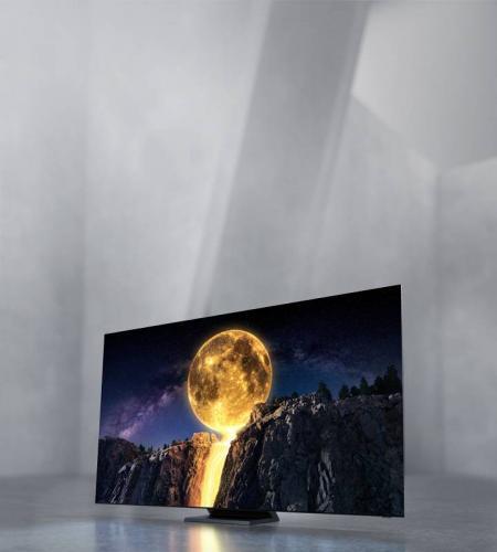 Изображение QLED телевизора Samsung 2020 года с технологий Квантовых точек. На экране яркая Луна и текст: